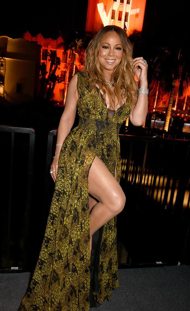 <p>In addition to showing cleavage, the songstress made sure to show off her gams at the Vanity Fair party. As she does. (Photo: Dave M. Benett/VF17/WireImage) </p>