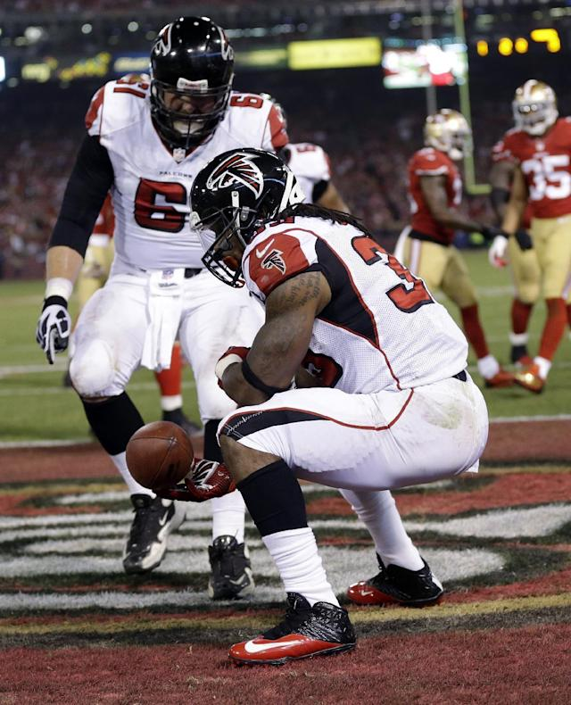 Atlanta Falcons running back Steven Jackson (39) celebrates after scoring a touchdown during the first half of an NFL football game against the San Francisco 49ers in San Francisco, Monday, Dec. 23, 2013. At left rear is Falcons' Joe Hawley. (AP Photo/Marcio Jose Sanchez)