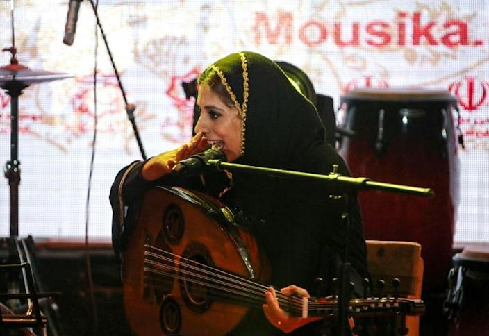 Noushin Yousefzadeh plays the oud in Dingo