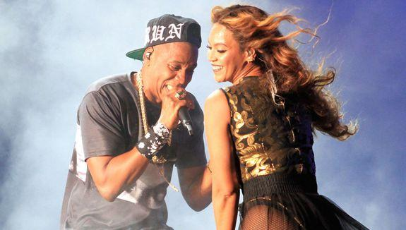 Beyonce and Jay Z don't seem to be having any marital strife as they perform the 1st night of their California dates for their O