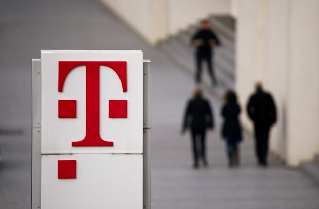 Telekom-Schild REUTERS/Wolfgang Rattay/File Photo