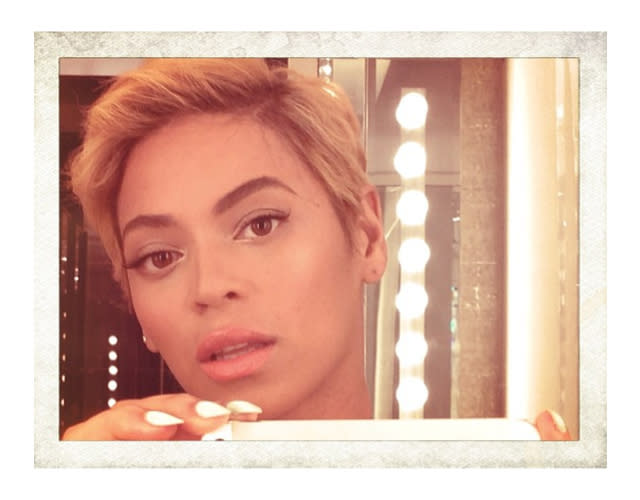 "<div><p><b>Beyonce</b> shows off her daring new 'do, a dramatic change from her famous longer locks. </p><p><i>Image via <a rel=""nofollow"" href=""http://instagram.com/p/cvRXoIPw0T/"" title="""">Instagram</a></i></p></div>"