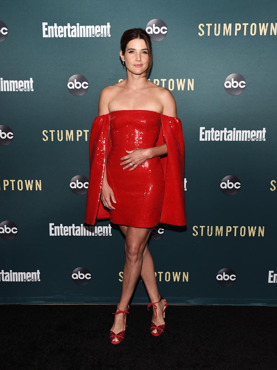 Lady in Red: Cobie Smulders in einem eleganten Mini-Dress von Alex Perry. (Bild: Amanda Edwards/WireImage)