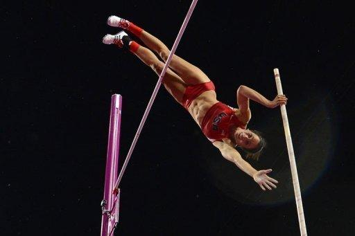 US' Jennifer Suhr competes to win the women's pole vault final at the athletics event of the London 2012 Olympic Games on August 6, 2012 in London. A