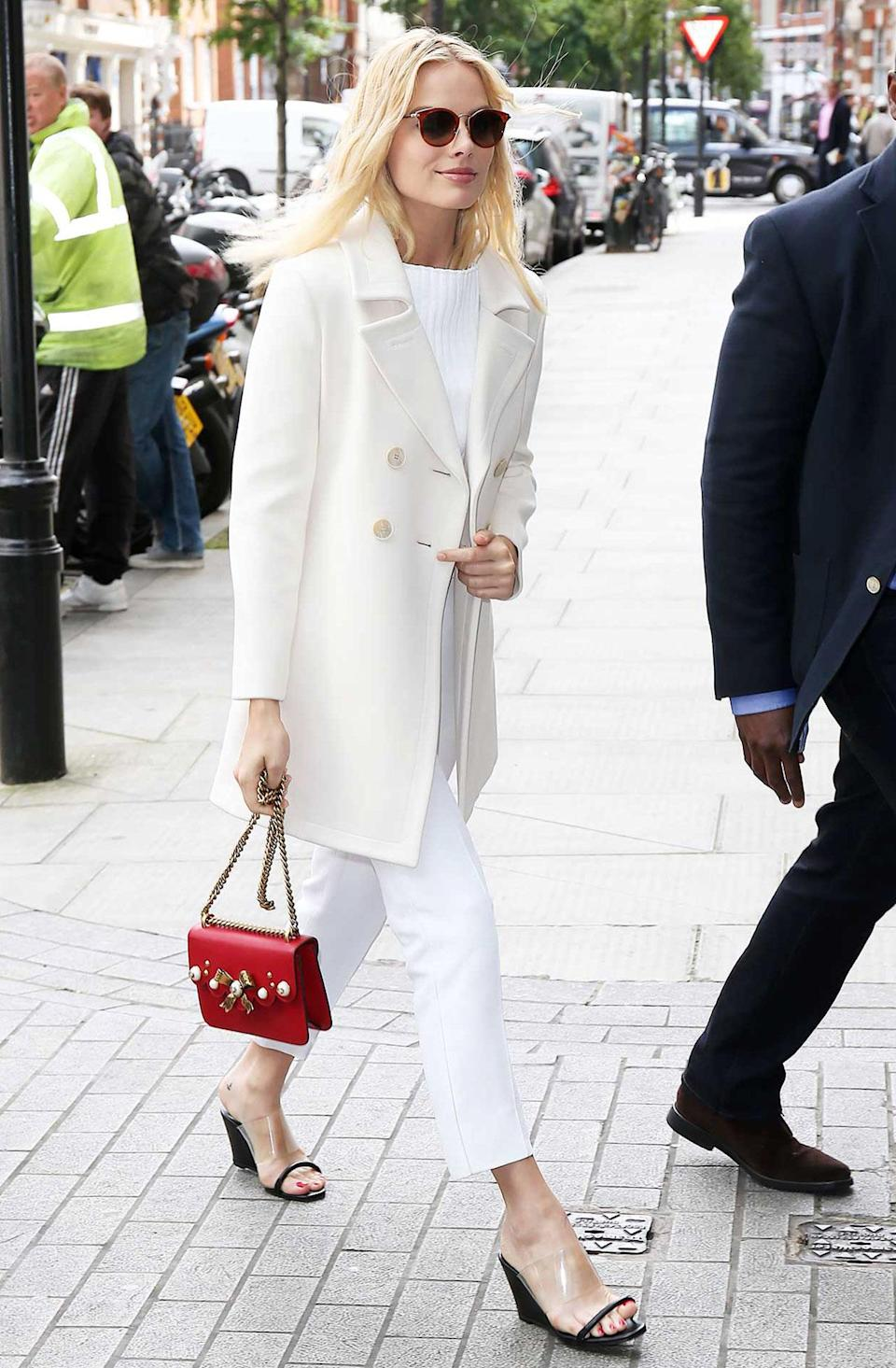 <h2>In Calvin Klein, Gucci And Maryam Nassir Zadeh Shoes</h2> <p>In London, 2016</p> <h4>Getty Images</h4>