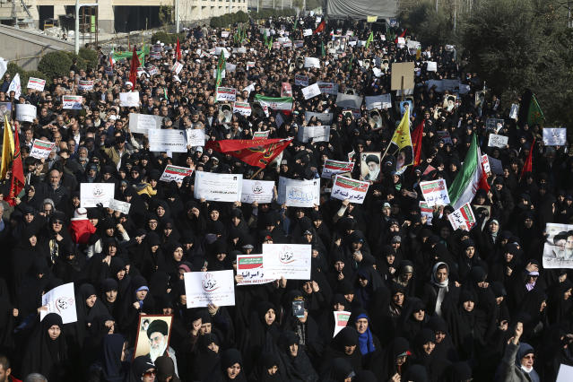 <p>Iranian protesters chant slogans at a rally in Tehran, Iran, Saturday, Dec. 30, 2017. Iranian hard-liners rallied Saturday to support the country's supreme leader and clerically overseen government as spontaneous protests sparked by anger over the country's ailing economy roiled major cities in the Islamic Republic. (Photo: Ebrahim Noroozi/AP) </p>