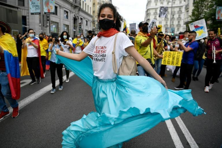 Thousands of Colombians marched in Madrid