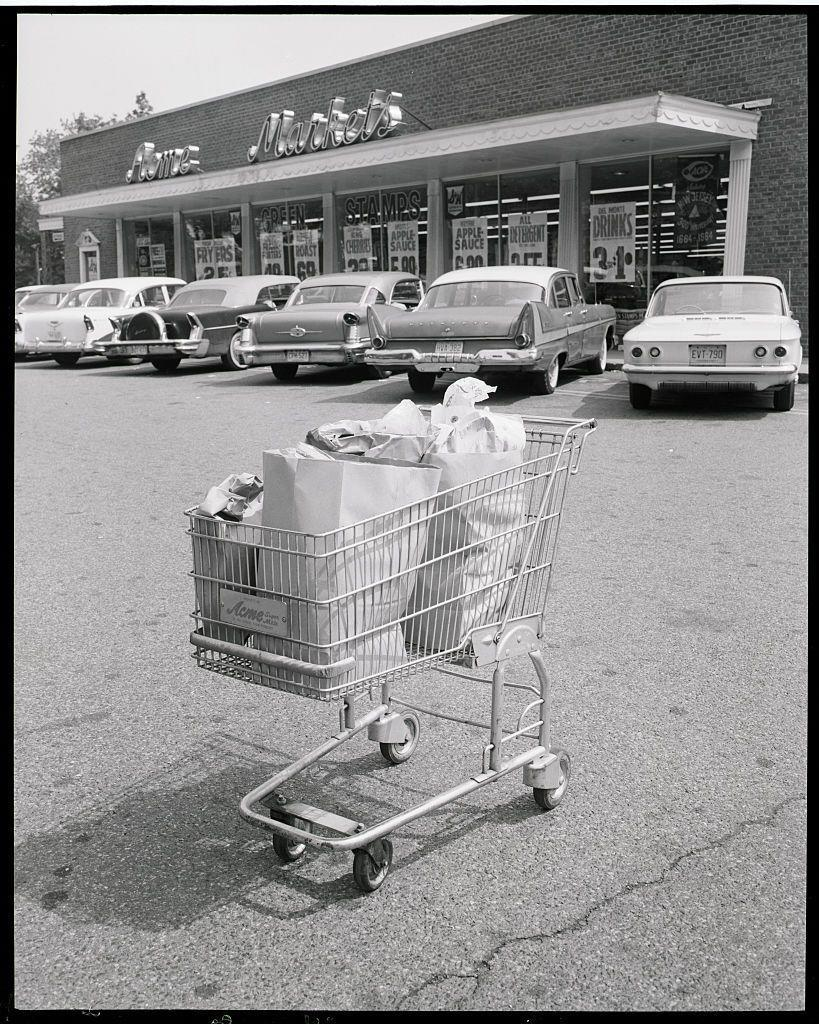 "<p>Grocery stores in the '50s and '60s were all about extra services, including <a href=""https://dustyoldthing.com/grocery-store-nostalgia/"" rel=""nofollow noopener"" target=""_blank"" data-ylk=""slk:customers being helped to their car by the store's bagger"" class=""link rapid-noclick-resp"">customers being helped to their car by the store's bagger</a>. </p>"