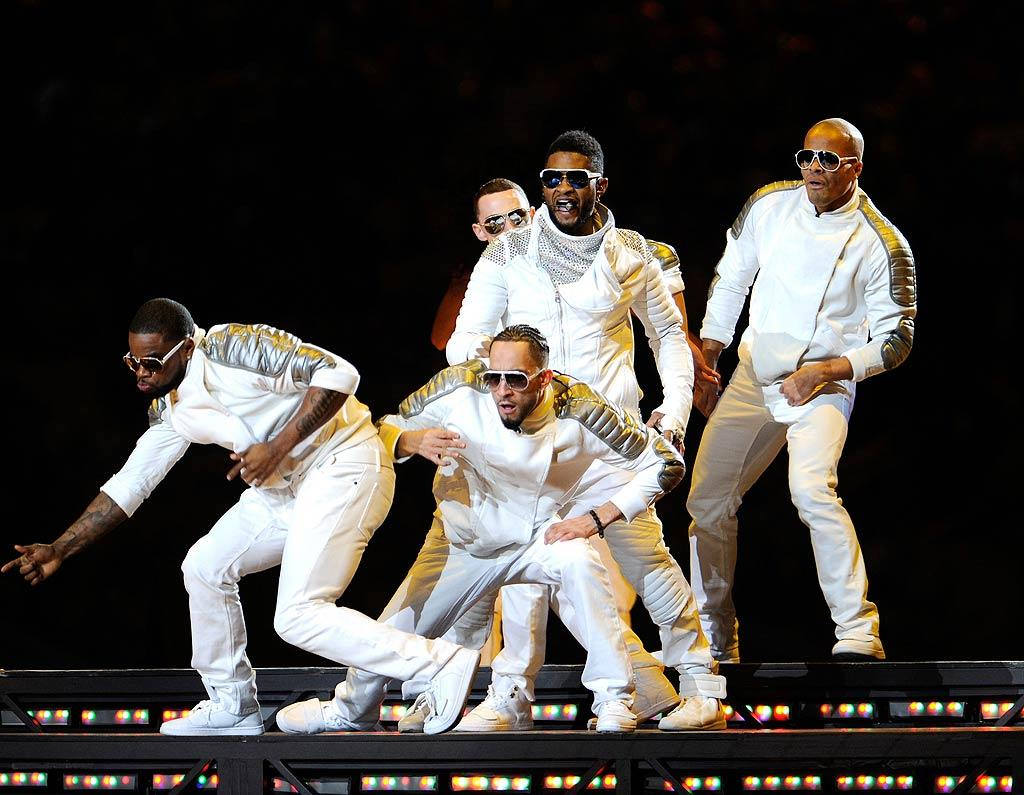 """But Usher -- wearing all white -- didn't disappoint when he swooped in to perform his hit tune, """"OMG."""" Kevin Mazur/<a href=""""http://www.wireimage.com"""" target=""""new"""">WireImage.com</a> - February 6, 2011"""