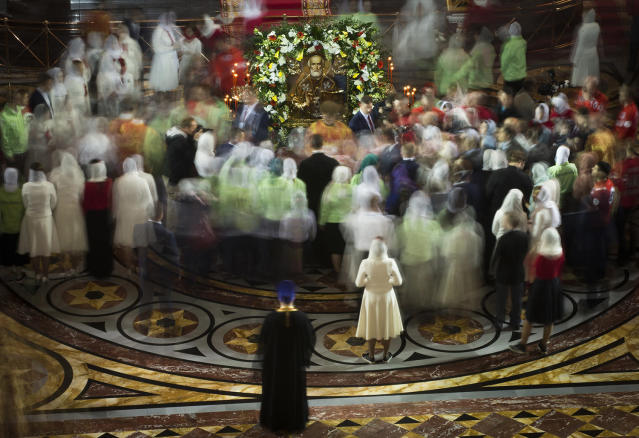 <p>Russian Orthodox believers gather to kiss the relics of Saint Nicholas in the Christ the Savior Cathedral in Moscow, Russia, Sunday, May 21, 2017. Relics of Saint Nicholas, one of the Russian Orthodox Church's most revered figures, arrived in Moscow on Sunday from an Italian church where they have lain for 930 years. An icon of of Saint Nicholas in in the center. (Photo: Alexander Zemlianichenko/AP) </p>