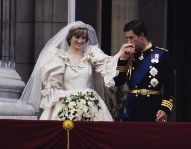 Princess Diana with her favorite white garden roses on her wedding day with Prince Charles. (Photo: Getty)