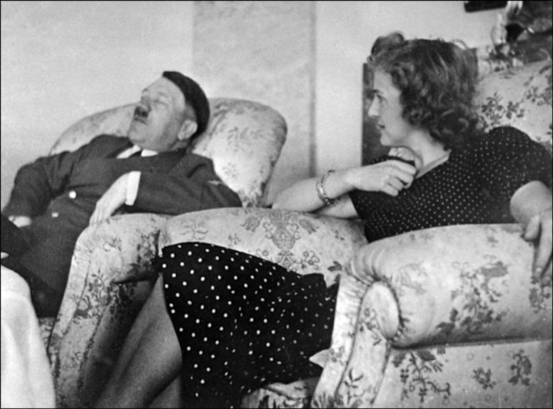 GERMANY:Undated and unlocated picture of German Chancellor and 'Reichsfnhrer' (chief) Adolf Hitler relaxing with his mistress Eva Braun. (Photo credit should read AFP/Getty Images)