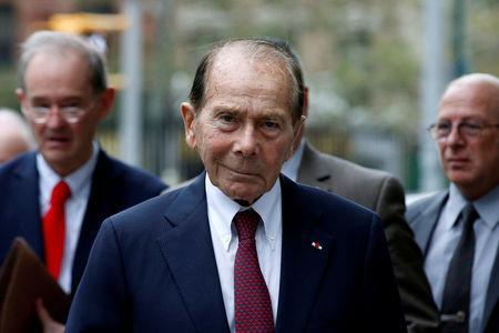"""FILE PHOTO: Maurice """"Hank"""" Greenberg, former chairman of American International Group Inc., (AIG) arrives at the New York State Supreme Courthouse in Manhattan, New York City, U.S., September 29, 2016. REUTERS/Brendan McDermid/Files"""