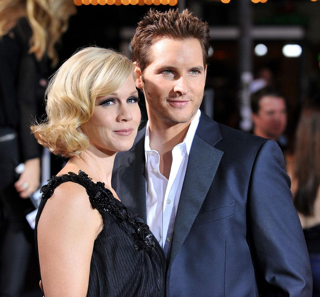 """<a href=""""http://movies.yahoo.com/movie/contributor/1800164344"""">Jennie Garth</a> and <a href=""""http://movies.yahoo.com/movie/contributor/1800018788"""">Peter Facinelli</a> at the Westwood premiere of <a href=""""http://movies.yahoo.com/movie/1810010670/info"""">Twilight</a> - 11/17/2008"""