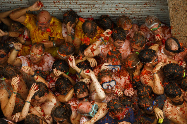 <p>Revellers enjoy the atmosphere in tomato pulp while participating the annual Tomatina festival on Aug. 30, 2017 in Bunol, Spain. (Photo: Pablo Blazquez Dominguez/Getty Images) </p>