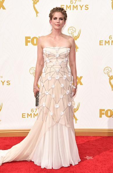 <p>Anna Chlumsky, in a Bibhu Mohapatra gown and Chopard jewels, looked like a work of art in the white number covered in flowers. Paired with a crown braid, she went for the Grecian look and nailed it.<br></p>