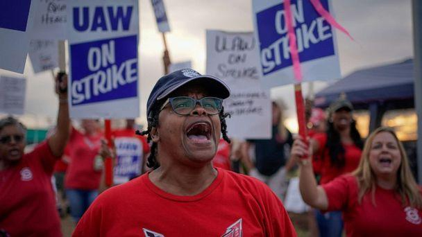 PHOTO: GM team leader Natalie Walker, 56, leads chants as General Motors assembly workers and their supporters protest during the United Auto Workers (UAW) national strike in Bowling Green, K.Y. on Sept. 20, 2019. (Bryan Woolston/Reuters, FILE)