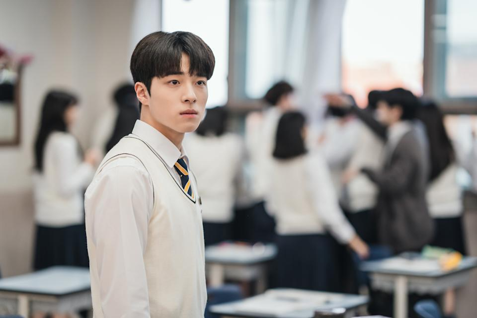 Nam Da-reum plays Na Woo-soo, who not only comes from a wealthy family, but also has good looks and outstanding grades. (Photo: iQiyi)