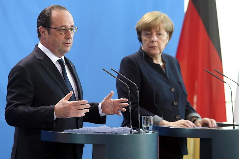 German Chancellor Angela Merkel (R) and French President Francois Hollande attend a joint press conference prior to talks in the chancellery in Berlin on January 27, 2017 (AFP Photo/Adam BERRY)