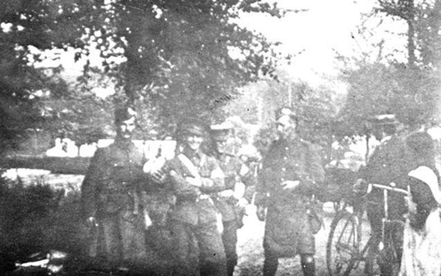 Soldiers of 1st Gordon Highlanders and 2nd Royal Irish Regiment at Mons on 22nd August 1914.