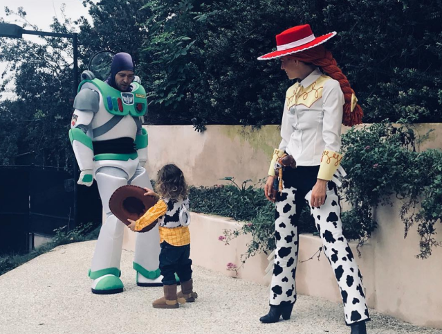 "<p>The actress and her husband, Justin Timberlake, went all-in on Halloween with their 2-year-old son, Silas, as the family donned epic <em>Toy Story</em> costumes for the day. ""Clearly Lil Woody is the boss of this Halloween rodeo!"" Jess wrote, signing the caption, ""Love, Buzz, Jessie and Woody."" See more photos of <a href=""https://www.yahoo.com/lifestyle/celebs-halloween-spirit-slideshow-wp-000841449.html"" data-ylk=""slk:celebs in Halloween costumes;outcm:mb_qualified_link;_E:mb_qualified_link"" class=""link rapid-noclick-resp newsroom-embed-article"">celebs in Halloween costumes</a>.<br>(Photo: <a href=""https://www.instagram.com/p/Ba7ic35FZ5D/?taken-by=jessicabiel"" rel=""nofollow noopener"" target=""_blank"" data-ylk=""slk:Jessica Biel via Instagram"" class=""link rapid-noclick-resp"">Jessica Biel via Instagram</a>) </p>"