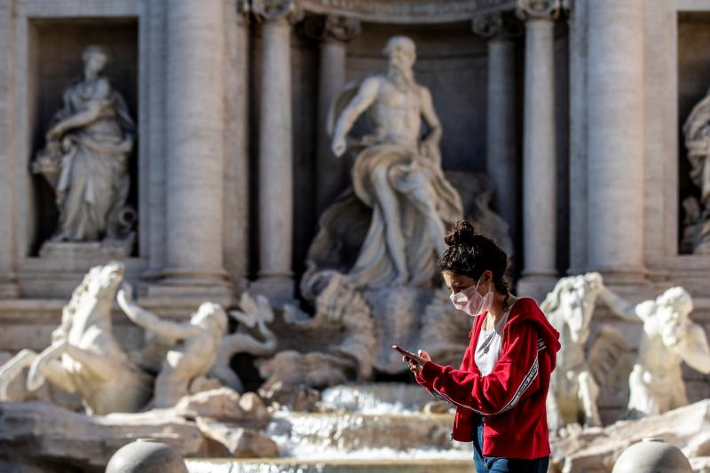 Rome. Phase 2 Daily life in the capital pictured a girl in Trevi Fountain