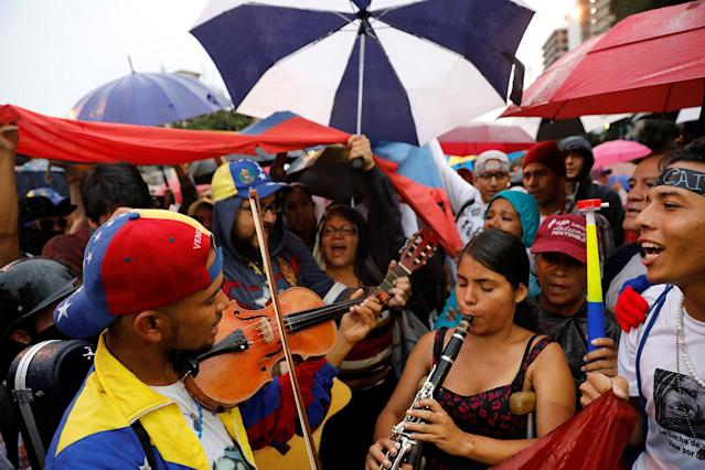 <p>Musicians play instruments during a vigil in homage to victims of violence at past protests against Venezuela's President Nicolas Maduro's government in Caracas, Venezuela, July 13, 2017. (Photo: Andres Martinez Casares/Reuters) </p>