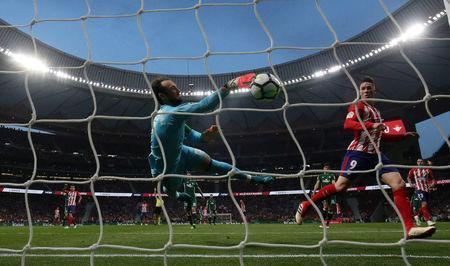Soccer Football - La Liga Santander - Atletico Madrid v Real Betis - Wanda Metropolitano, Madrid, Spain - April 22, 2018 Real Betis' Dani Gimenez saves a shot from Atletico Madrid's Fernando Torres REUTERS/Juan Medina