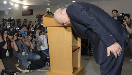 Moon Chang-keuk, a nominee for South Korea's Prime minister, bows during a news conference to withdraw his candidacy at a government complex in Seoul