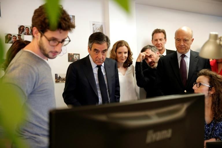 French presidential election candidate for the right-wing Les Republicains (LR) party Francois Fillon (C), French MP Nathalie Kosciusko-Morizet and Bordeaux's mayor Alain Juppe (R) visit the headquarters of Deezer on April 19, 2017