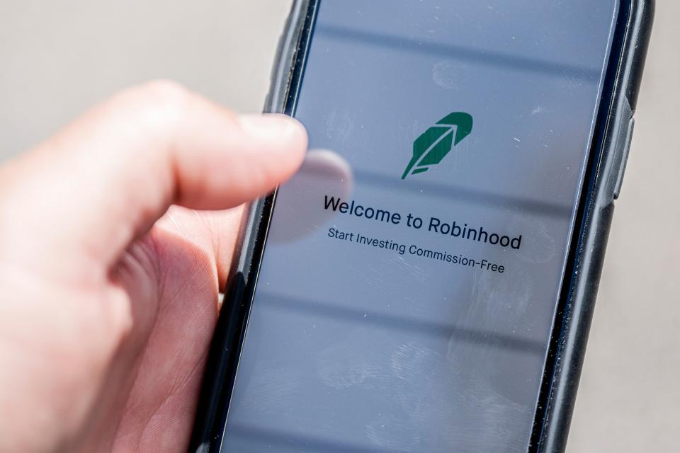 The Robinhood vestment app is see on a smartphone in this photo illustration on June 24, 2020 in Washington,DC. - After the suicide of one of his clients, convinced that he had lost hundreds of thousands of dollars, the online broker Robinhood came under heavy criticism. Popular with millennials, the platform is accused by its detractors of trivializing stock market transactions. (Photo by JIM WATSON / AFP) (Photo by JIM WATSON/AFP via Getty Images)
