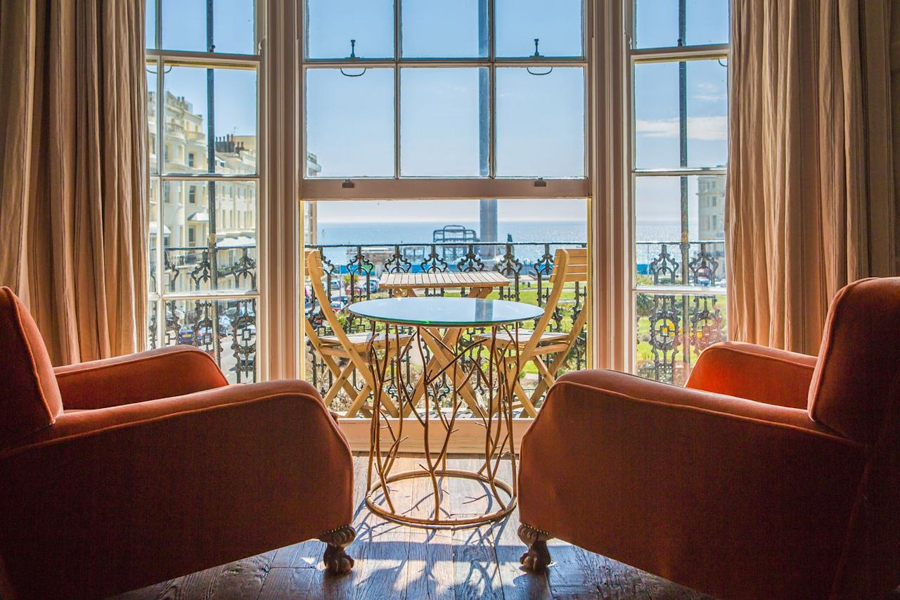 """<p>Soak up the epic views of Brighton's coastline from this cool townhouse in iconic Regency Square. Just under an hour away, this coastal city is the perfect weekend trip from London.<br></p><p>Nestled directly opposite the old pier and i360 tower, Artist Residence Brighton is complete with quirks and unexpected surprises. Some rooms have been decorated by local artists, while others have been designed in-house using rustic vintage furniture.</p><p><a class=""""body-btn-link"""" href=""""https://go.redirectingat.com?id=127X1599956&url=https%3A%2F%2Fwww.booking.com%2Fhotel%2Fgb%2Fartists-residence.en-gb.html&sref=http%3A%2F%2Fwww.esquire.com%2Fuk%2Flife%2Fg28785180%2Fweekend-trips-from-london%2F"""" target=""""_blank"""">BOOK NOW</a> <strong>From £95 per night</strong></p>"""