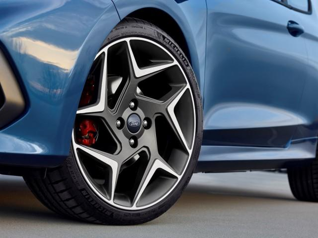 Blue 2018 Ford Fiesta ST tires