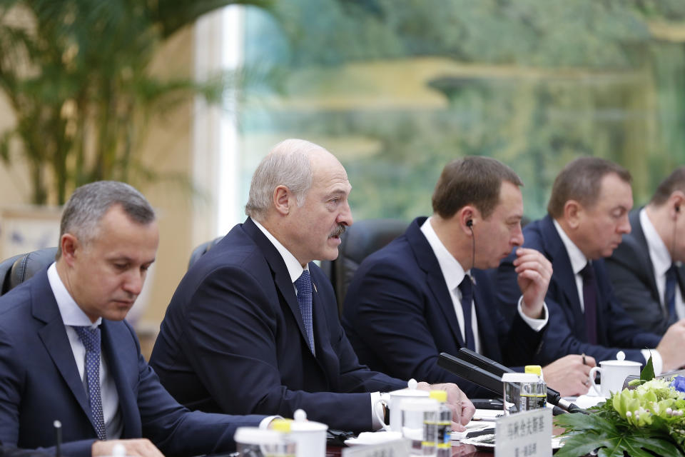 BEIJING, CHINA - SEPTEMBER 30: Belarusian President Alexander Lukashenko (2nd-L) meets with Chinese Premier Li Keqiang (not pictured) at Great Hall of the People on September 30, 2016 in Beijing, China. At the invitation of President Xi Jinping, Alexander Lukaschenko, the President of the Republic of Belarus will pay a state visit to China from Septemeber 28-30. (Photo by Lintao Zhang/Pool/Getty Images)