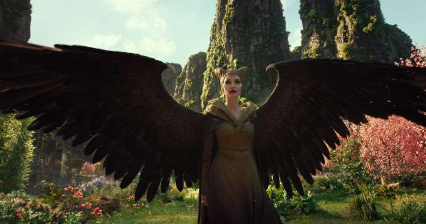 The Maleficent Sequel S Battle Costumes Include Hundreds