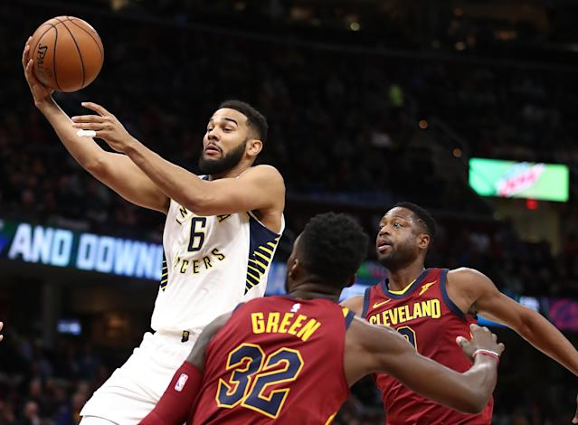 "<a class=""link rapid-noclick-resp"" href=""/nba/players/3708/"" data-ylk=""slk:Dwyane Wade"">Dwyane Wade</a> and Jeff Green watch as Cory Joseph shows just how unafraid of the Cavs he really is. (Getty)"