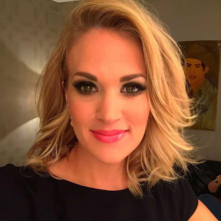 Carrie Underwood Debuts Gorgeous Short Hair At The Grand Ole Opry