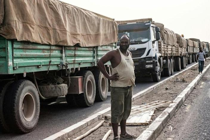 Time to wait: Tariffs are not the only impediment to trade -- poor transport infrastructure is a major problem in Africa (AFP Photo/Yasuyoshi CHIBA)