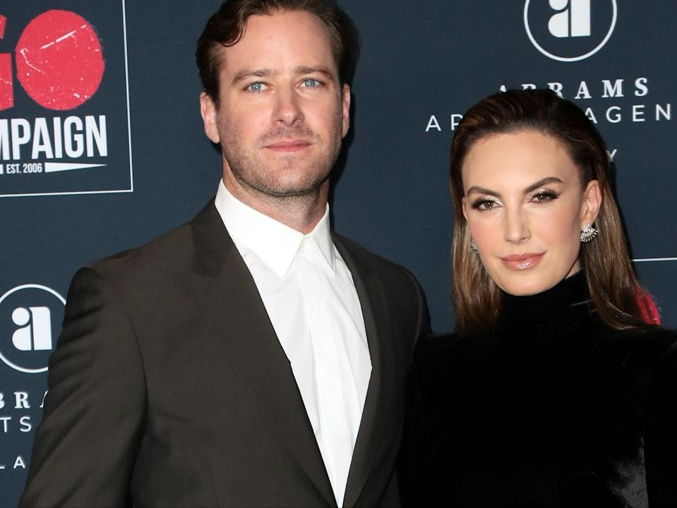 <p>Armie Hammer y Elizabeth Chambers asisten a la 13a Gala Anual de Go Campaign en NeueHouse Hollywood el 16 de noviembre de 2019 en Los Angeles, California. </p> (Foto de David Livingston / Getty Images)