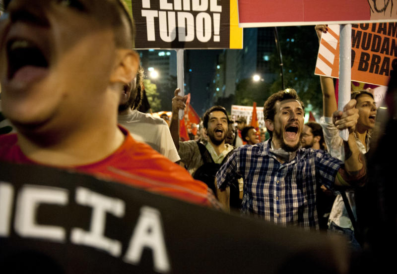 People protest the increase in bus and subway fares in Rio de Janeiro, Thursday, Brazil, June 13, 2013. Thousands of protesters are taking to the streets in Brazil's two biggest cities, protesting against 10-cent hikes in bus and subway fares. (AP Photo/Nicolas Tanner)