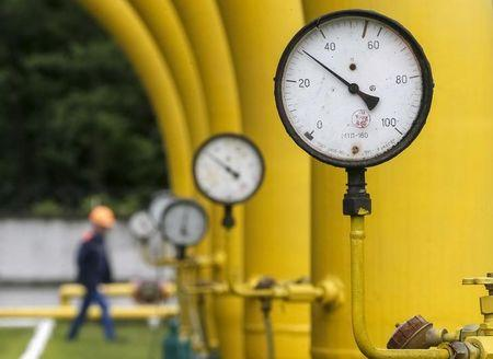 Natural gas futures sink 4%