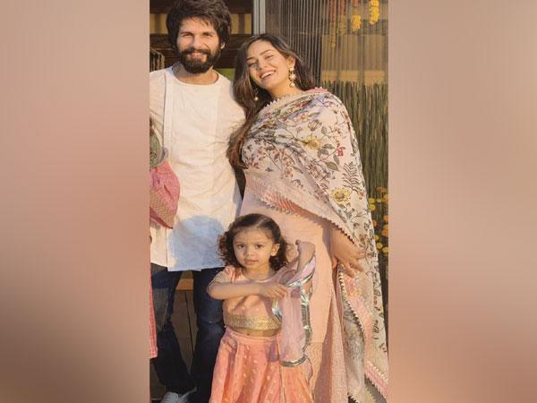 Shahid Kapoor with his wife and daughter (Image source: Instagram)
