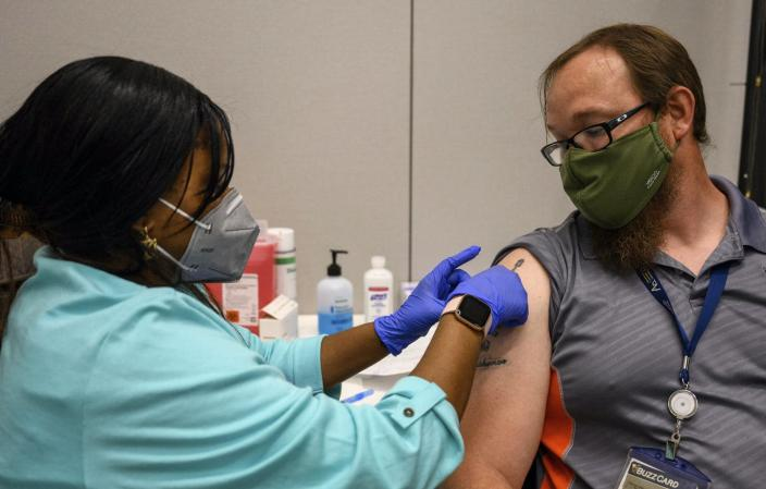 """<span class=""""caption"""">Universities and other employers are encouraging workers to get vaccinated by doing it on site. </span> <span class=""""attribution""""><a class=""""link rapid-noclick-resp"""" href=""""https://newsroom.ap.org/detail/VirusOutbreakCollegeVaccines/13b3a369f57b4cbe9e18211b739b77cf/photo?Query=vaccine%20AND%20employer&mediaType=photo&sortBy=creationdatetime:desc&dateRange=Anytime&totalCount=23&currentItemNo=1"""" rel=""""nofollow noopener"""" target=""""_blank"""" data-ylk=""""slk:AP Photo/Danny Karnik"""">AP Photo/Danny Karnik</a></span>"""