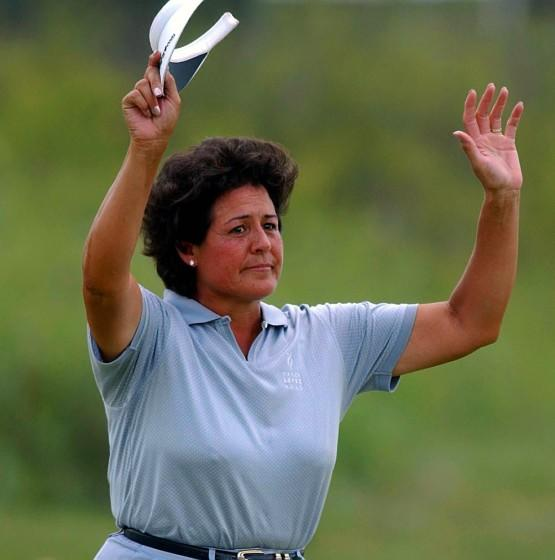 07/05/2002 - SUBJECT: NANCY LOPEZ; SUBJECT: U.S. WOMEN'S OPEN - HUTCHISON, KANSAS - JULY 5, 2002: Nancy Lopez of USA waves to fans as she makes her way to the 18th green in what may be her last US Open during the second round of the U.S. Women's Open on July 5, 2002 at Prairie Dunes Country Club in Hutchison, Kansas. KEYWORDS: GAME. GOLF. (Photo By Harry How/Getty Images)