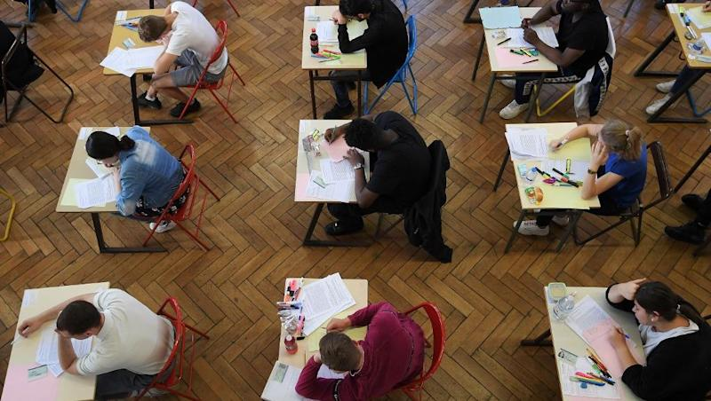 French teachers threaten to disrupt baccalaureate exam