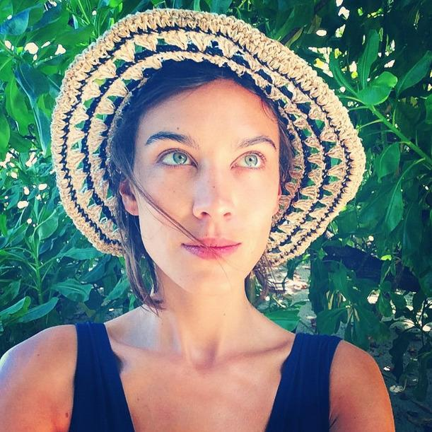 <p>Ditching her signature cat eye, model Alexa Chung looks radiant in this vacay selfie. (<i>Photo: Instagram)</i></p>