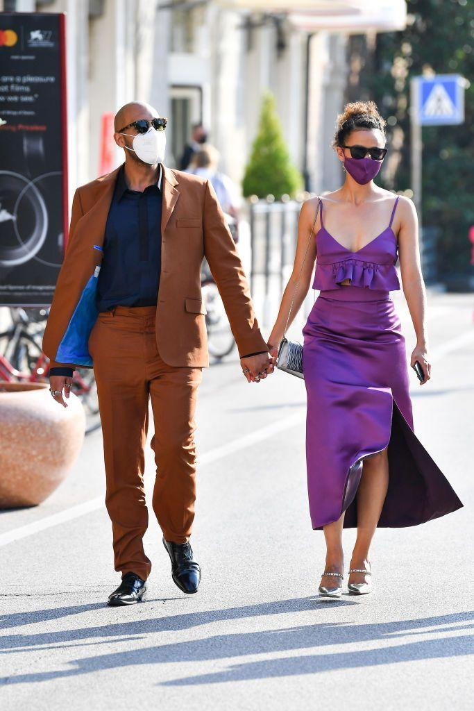 <p>The Game Of Thrones actress co-ordinated her mask to her dress while walking around Venice with boyfriend </p>