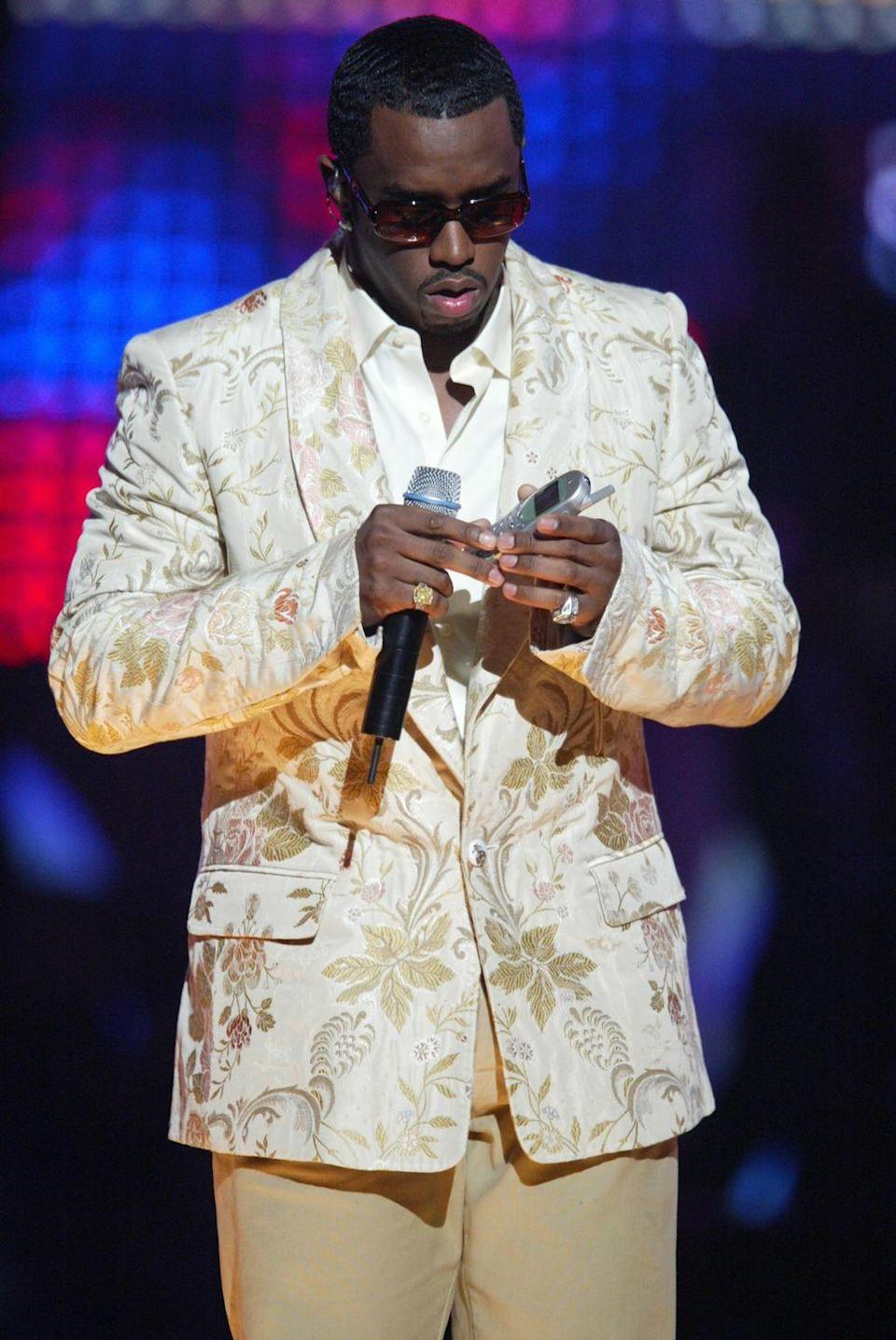 <p>Puffy popping his battery back in (?) at the European Music Awards.</p>