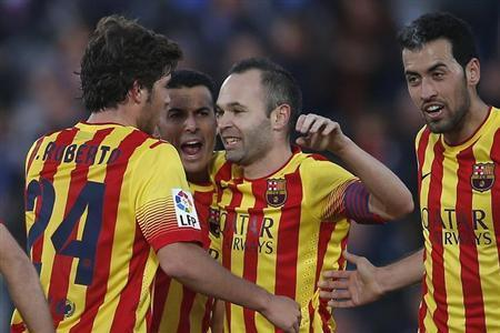 Barcelona's Pedro Rodriguez (2nd L) celebrates his second goal against Getafe with teammates Sergi Roberto (L), Andres Iniesta and Sergio Busquets (R) during their Spanish first division soccer match at Coliseum Alfonso Perez stadium in Madrid December 22, 2013. REUTERS/Andrea Comas
