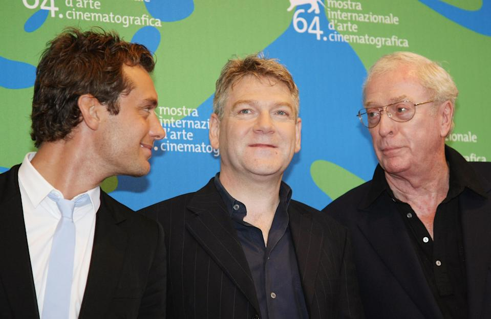 """British director Kenneth Branagh (C) poses with british actors Jude Law (L) and Michael Caine during the photocall of his movie in competition """"Sleuth"""" at the 64th Venice International Film Festival at Venice Lido 30 August 2007. AFP PHOTO / CHRISTOPHE SIMON (Photo credit should read CHRISTOPHE SIMON/AFP via Getty Images)"""